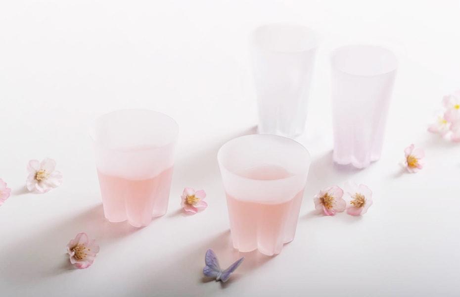 ひらり、可憐。テーブルに花ひらく「さくらさくグラス」