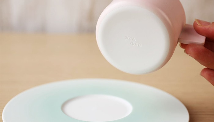 有田焼のカップの裏側にはロゴ