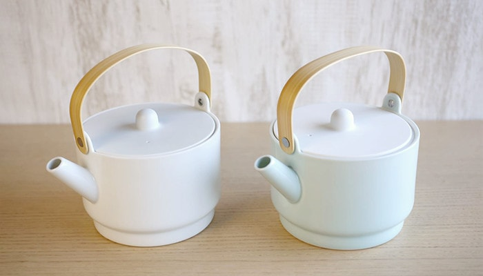 white teapot and light blue teapot