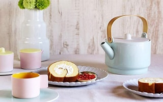 Softly fancy! Simple and Arita porcelain teapot.