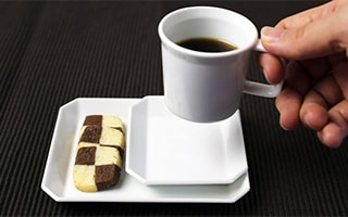 Simple is luxury… simple and modern coffee cup of Arita porcelain