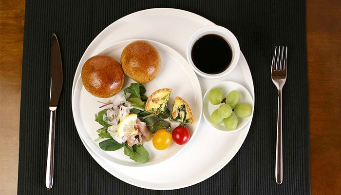 make a café plate with Arita porcelain round plates