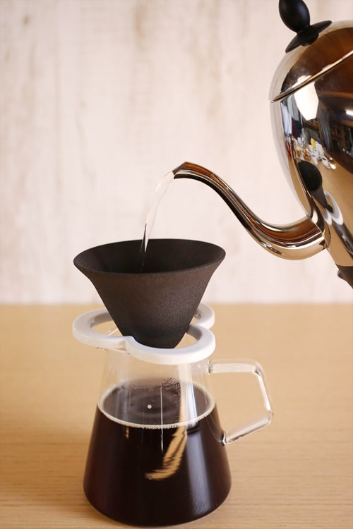 brewing coffee by ceramic Caffe hat