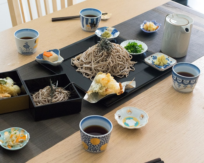 Soba noodle party with Arita soba cups of CHOKU series