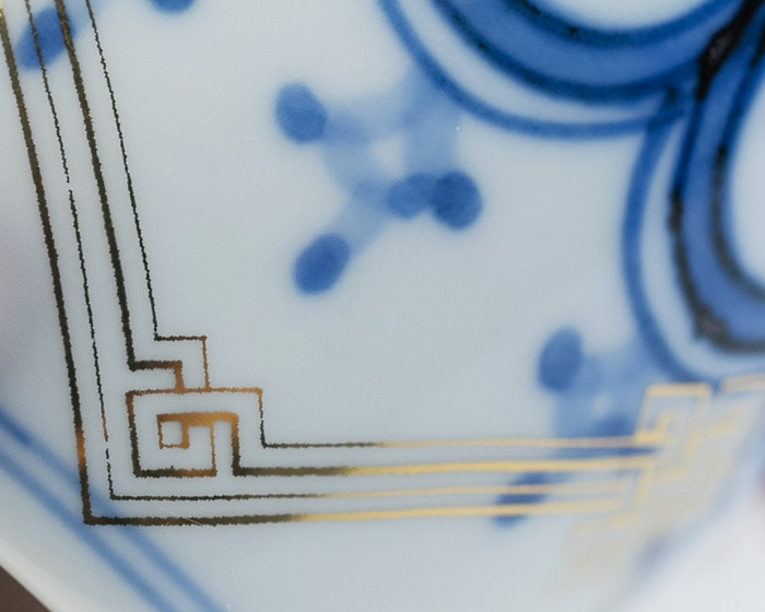 Blur of gold and blue paintings on the soba cup