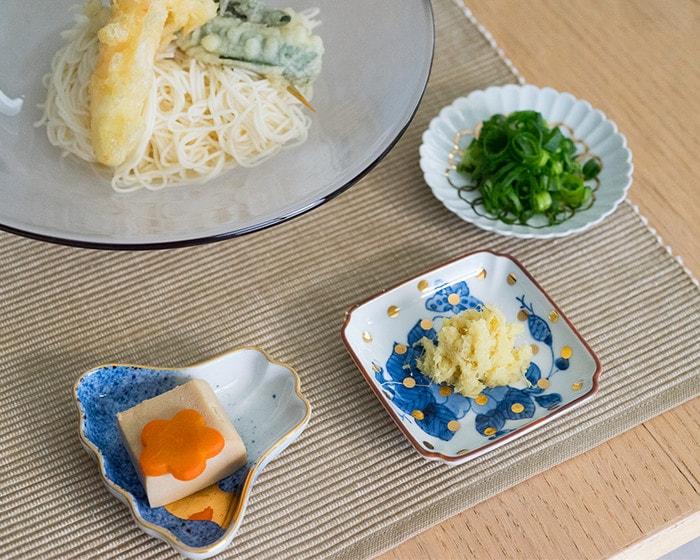 amabroの豆皿MAMEに薬味やお惣菜が乗っている
