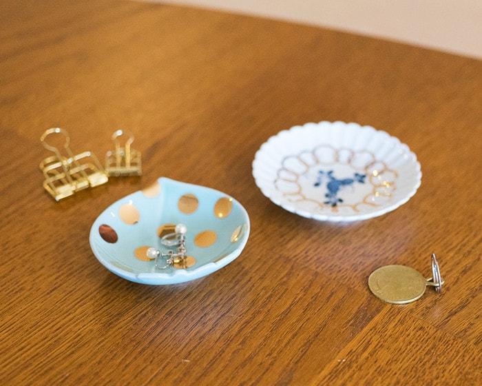 amabro豆皿をアクセサリートレイとした使用例