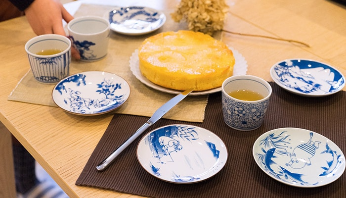 SOMETSUKE series tableware on the table