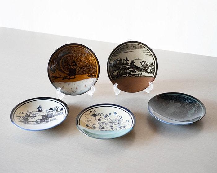 5 Moomin Mashiko pottery plates on the table