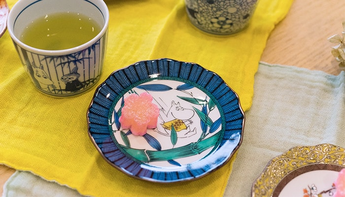 Japanese confectionery on the Moomin Kutani plate