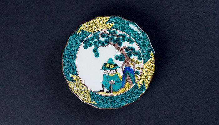 スナフキンが描かれたJAPAN KUTANI GOSAIのお皿