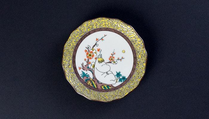 スノークのおじょうさんが描かれたJAPAN KUTANI GOSAIのお皿