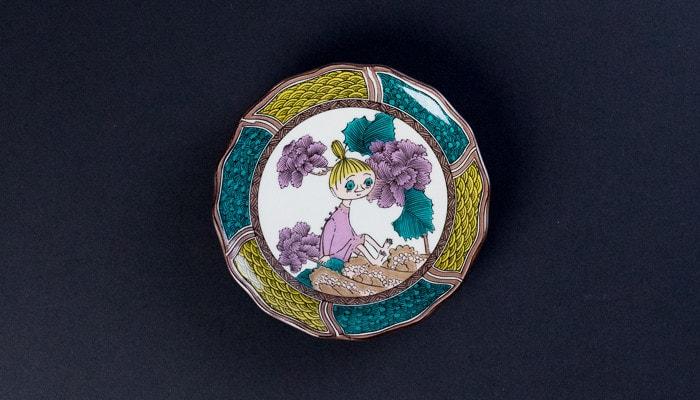 ミムラねえさんが描かれたJAPAN KUTANI GOSAIのお皿