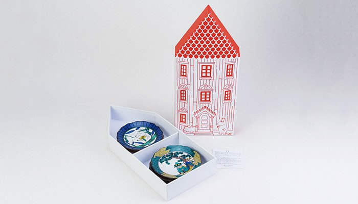 5 plates set within exclusive box of Moominhouse