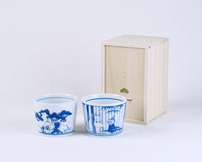 Pair cups set and its exclusive paulownia box