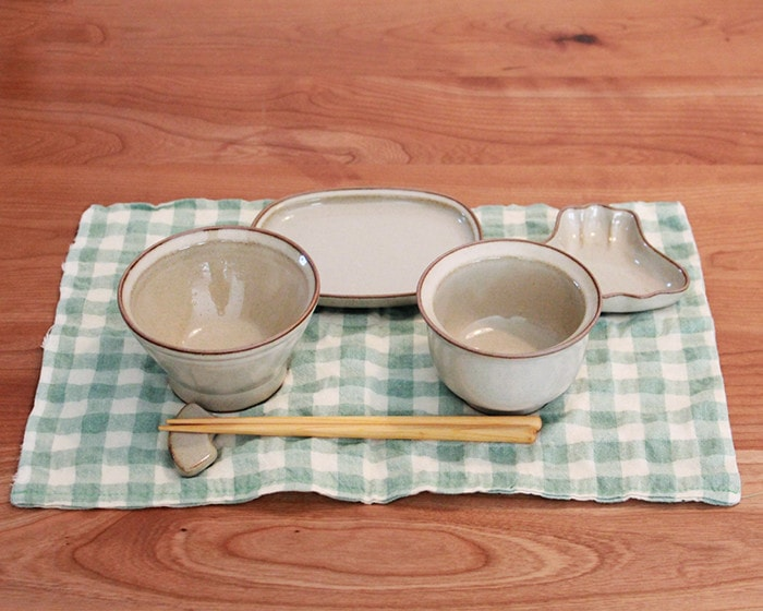 Cute tableware set of OKUIZOME on the place mat