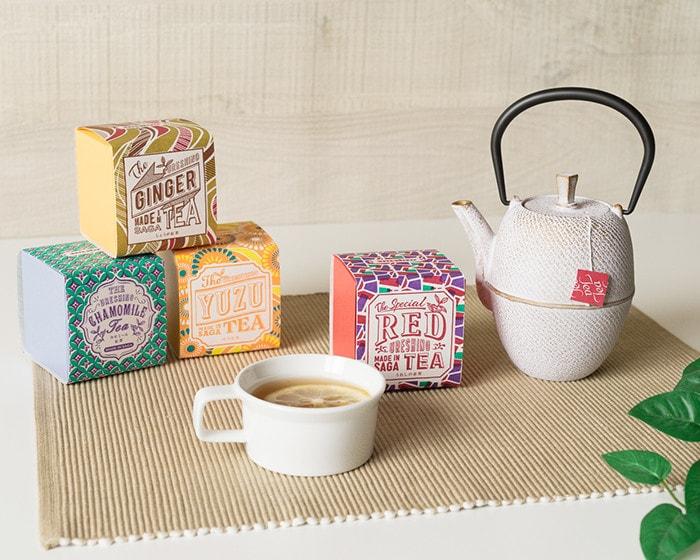 うれしの紅茶のボックスとRojiのカラーティーポット