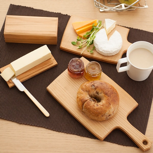 Natural table setting with wooden tableware of Azmaya