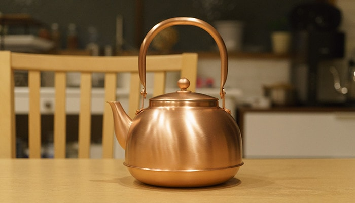 Copper tea kettle of Azmaya and tea set of sou sou