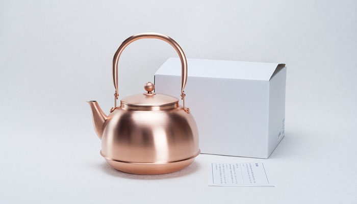 The copper tea kettle, its box, and description