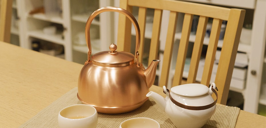 Copper tea kettle of Azmaya