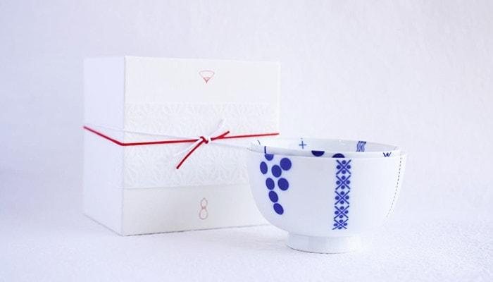 白くてきれいなギフトボックスをお茶碗