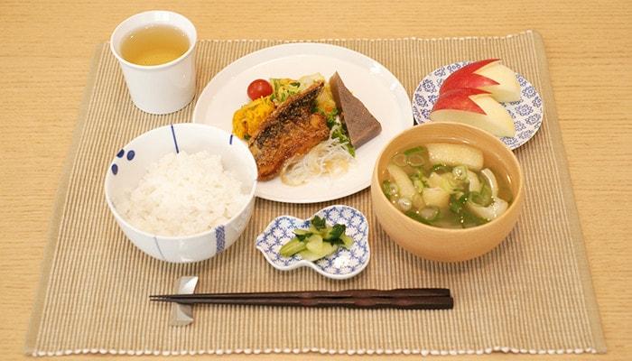 東屋の豆皿を使った食卓