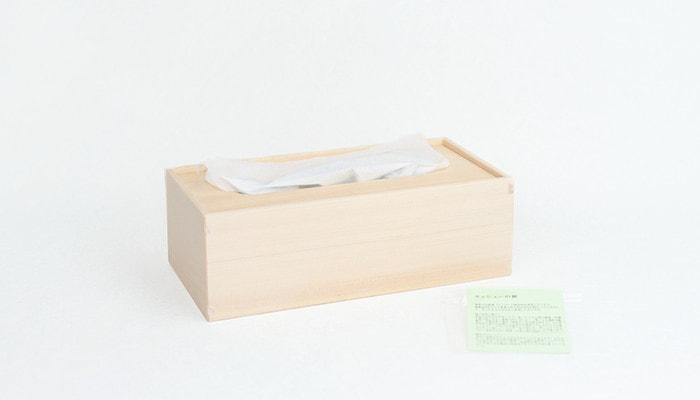 ティッシュの入った東屋の木製ティッシュケースと説明書