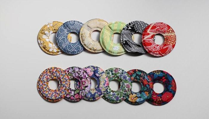 セメントプロデュースデザインのグラスマーカーの京友禅側とリバティアートファブリックス側が6枚ずつ並んでいる