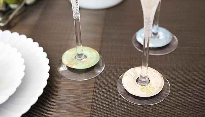 シャンパングラスにつけたグラスマーカーのアップ