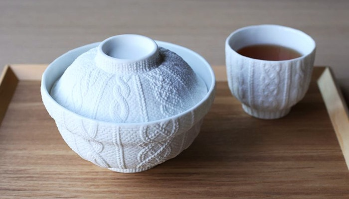 Cute and delicate pattern of knit on the donburi bowl and tea cup
