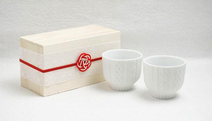 桐箱とニット柄のホワイトの湯飲み