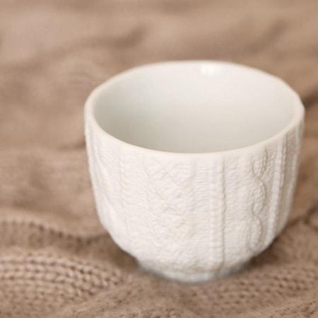 ニット柄の湯飲みはほっとするデザイン