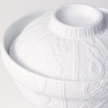 Delicate knit pattern of the donburi bowl