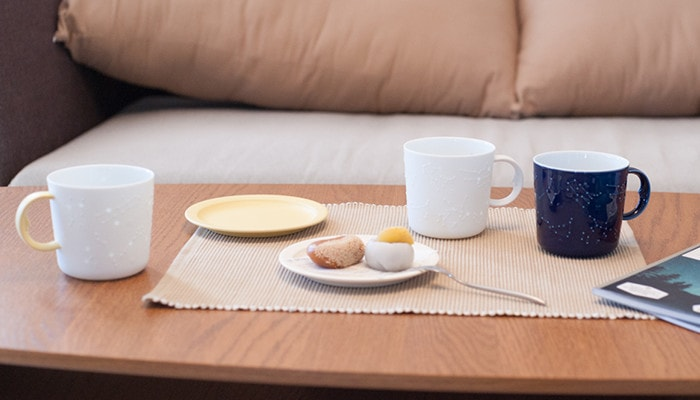 Have a tea time with Japanese confectionery and the unique coffee mugs