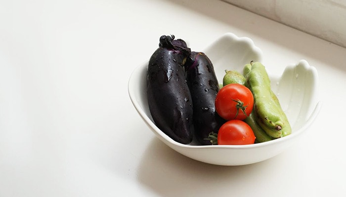 ハンズボウルにみずみずしい野菜を入れて