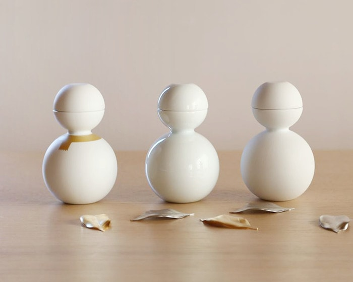 Sake cups can be stacked in tokkuri neatly