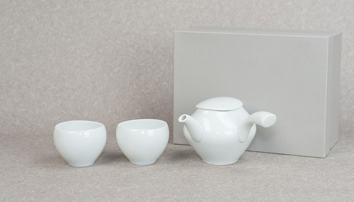 セラミックジャパンの蒼爽シリーズ青白磁セットと専用の化粧箱