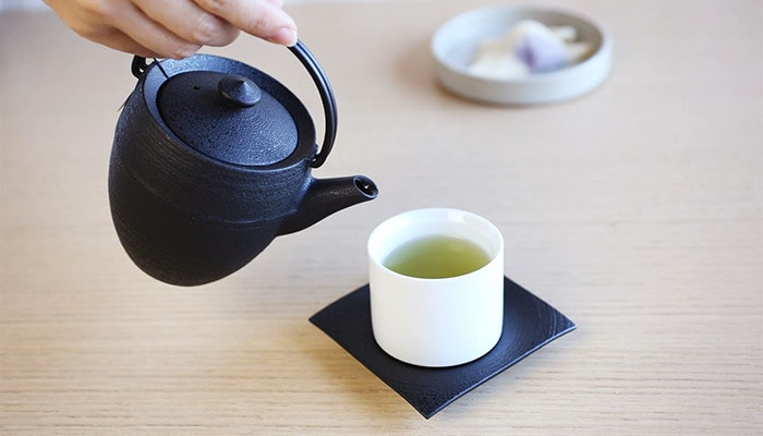 pouring tea with Yamagata casting teapot