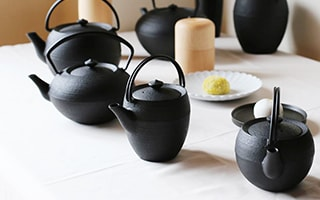 Stylish cast iron teapot from Yamagata casting