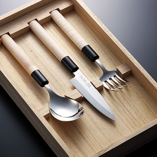 Japanese flatware set within exclusive paulownia box