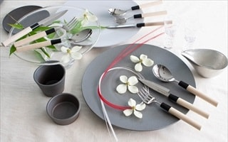 It is a very good sharpness. Luxury cutlery set.