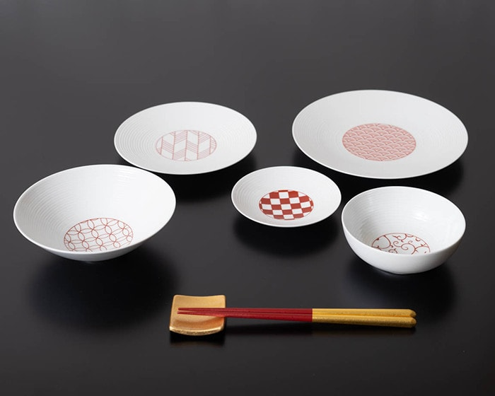 5 different types of Japanese dishware from Eiho porcelain with gilded chopsticks from Hakuichi