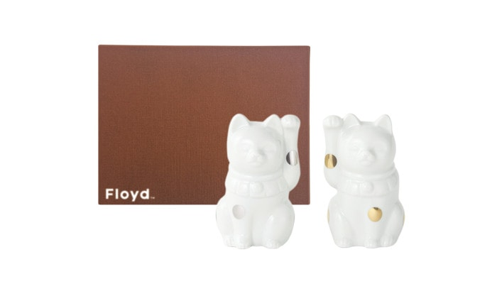 White Japanese lucky cat and its exclusive box