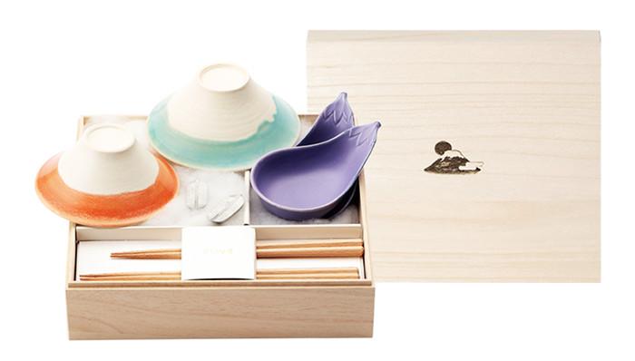 夫婦の富士椀とナスの小鉢、鷹の箸置きと箸のセット