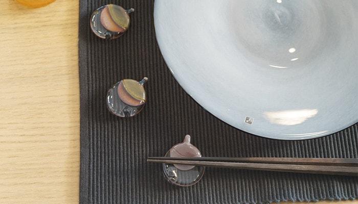 テーブルに並んだfrescoの箸置きやお皿