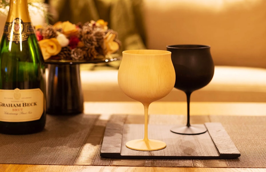 Wooden wine glasses from Gato Miko