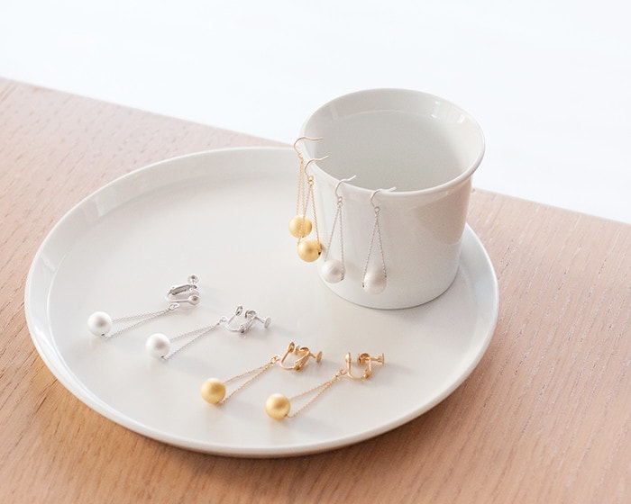 Gold leaf jewelry Drop on white tableware