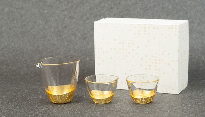 Gold leaf sake set of Hakuichi with its exclusive box