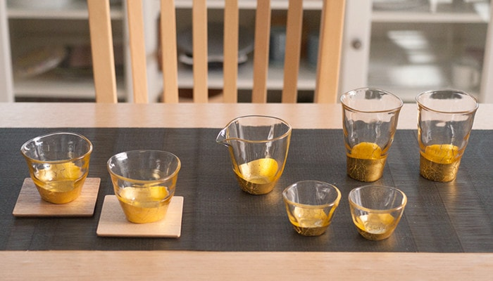 Gold leaf sake glasses of Kannyu series on the table